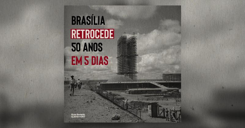"""Imagem antiga, em preto e branco, do Congresso, em Brasília, sendo construído. O texto diz """"Brasília retrocede 50 anos em 5 dias"""